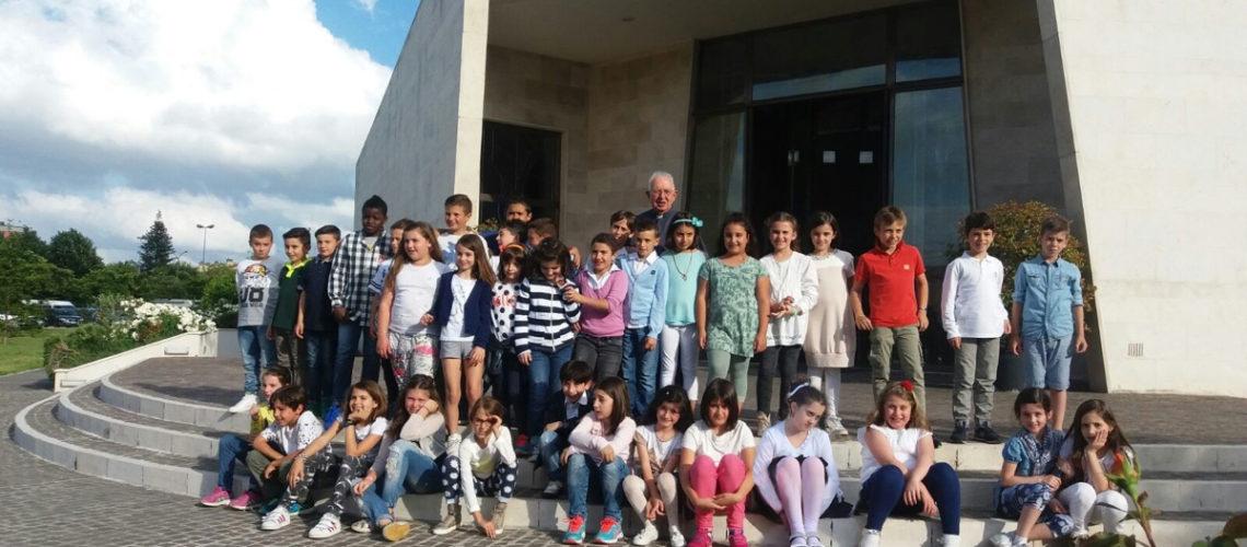 Foto di gruppo con don Luciano.